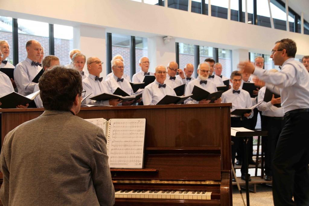 AMK trad op met pianist Martin Lorijn en dirigent Paul-Michèl Tijssen - Foto: Mirjam Dijksterhuis