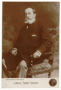 Camille Saint-Saëns in 1900 gefotografeerd door Pierre Petit (Gallica Digital Library)